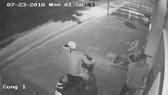 Hình ảnh cắt từ camera an ninh ghi nhận vụ việc. Ảnh cắt từ trích xuất camera