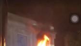 Cháy biển hiệu trung tâm thương mại Diamond Plaza