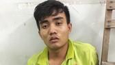 Cảnh sát cùng chó nghiệp vụ vây bắt tên cướp dùng roi điện khống chế tài xế xe ôm