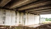 Cầu trên cao tốc Đà Nẵng - Quảng Ngãi bị thấm nước do thi công ẩu
