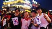 Dù thua, cổ động viên tự hào cùng Olympic Việt Nam