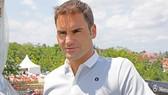 Roger Federer rất tươi tắn và đẹp trai với mái tóc mới