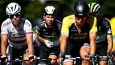 Mark Cavendish (giữa) trải qua mùa giải khó khăn nhất trong sự nghiệp của minh