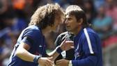 Antonio Conte (phải) nói ông không dối trá về tình trạng chấn thương của David Luiz