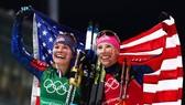 Niềm vui chiến thắng của Kikkan Randall và Jessie Diggins