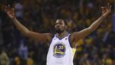 Kevin Durant ăn mừng chiến thắng