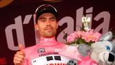 Tom Dumoulin tiếp tục khoác Áo hồng
