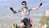 Giro d'Italia 2018: Wellens thắng trên đỉnh đồi, Froome mất thêm thời gian