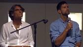 Pepe Imaz (trái) và Novak Djokovic trong một buổi thảo luận mang đậm chất tâm linh