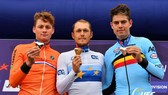 Trentin (giữa) giành HCV giải vô địch châu Âu