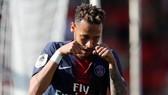 Neymar ăn mừng kiểu khóc nhè