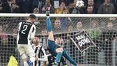 """Cú """"xe đạp chổng ngược"""" của Ronaldo"""