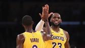LeBron James trong lần ra mắt LA Lakers trên sân nhà