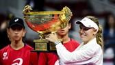 Wozniacki giương cao chiếc cúp vô địch China Open