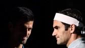 Federer (phải) tái ngộ Djokovic
