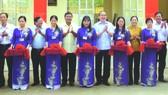 阮善仁同志出席二隆富初中學校落成儀式。