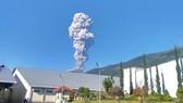默拉皮火山突然噴發。