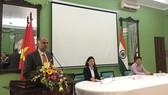 印度駐越南大使帕爾瓦塔納尼‧哈里什在新聞發佈會上發表講話。