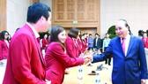 政府總理阮春福昨(3)日下午接見了最近參加在印尼舉辦的2018年亞運會的越南體育代表團。