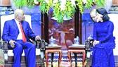國家代主席鄧氏玉盛接見莫桑比克共和國原總統。