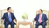 政府總理阮春福昨(5)日上午在政府辦事處接見了正在對越南進行工作訪問的老撾總理府辦公廳主任佩特‧蓬皮帕部長。