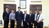 亞洲奧林匹克理事會幹部代表團與越南體育總局代表合影留念。