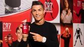 Ronaldo quảng cáo sản phẩm CR7. Ảnh: Getty Images.