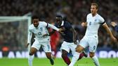 Raheem Sterling (11) và Harry Kane (9) trong trận giaop hữu Anh - Pháp. Ảnh: Getty Images.