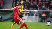 Robert Lewandowski ghi bàn cho Bayern Munich.