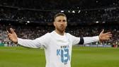 Sergio Ramos với chiếc áo có chữ Kiev và cách điệu con số 13 lần đăng quang Champions League.