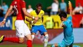 Neymar lại nhảy samba khi ghi ban vào lưới Áo