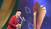 Tuyển thủ TDDC Lê Thanh Tùng lần đầu tiên là VĐV nam xuất sắc nhất của Cúp chiến thắng. Ảnh: NGỌC HẢI