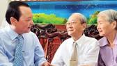Bí thư Thành ủy TPHCM Lê Thanh Hải thăm và chúc mừng các thầy thuốc lão thành