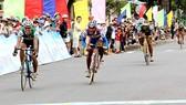 Chặng 3 cuộc đua xe đạp Cúp Hạ Long - Chiến thắng ngoạn mục