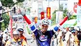 Chặng 14 cuộc đua xe đạp Cúp truyền hình TPHCM 2012: Bùi Minh Thụy vẫn giữ áo vàng