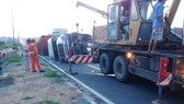 Hai xe container bị tai nạn trên Xa lộ Hà Nội