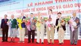 Nhà Vật lý đoạt giải Nobel từng kêu gọi bỏ cấm vận Việt Nam
