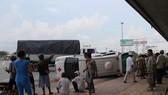 Xe tải tông lật xe cứu thương, 2 người bị thương nặng