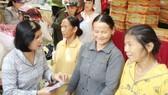 TPHCM: Tặng quà Tết cho dân nghèo Quảng Ngãi