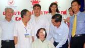 Bệnh nhân mù nghèo thứ 400.000 đã được mổ mắt miễn phí: Hạnh phúc ngập tràn