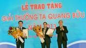 Hai nhà khoa học đầu tiên được trao Giải thưởng Tạ Quang Bửu