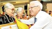 Lãnh đạo TPHCM thăm hỏi, chúc mừng người cao tuổi