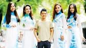 """Nhà thiết kế Thuận Việt - Mang """"Ước vọng hòa bình"""" ra thế giới"""