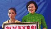 Vietcombank tặng 10 nhà đại đoàn kết cho các hộ gia đình nghèo trên địa bàn tỉnh Hải Dương