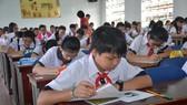 """Cuộc thi """"Prudential – Văn hay chữ tốt"""": 429 học sinh của 5 quận đồng loạt dự vòng thi cấp quận, huyện"""