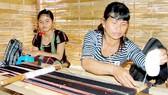Truyền lửa nghề dệt thổ cẩm dân tộc Mạ