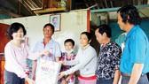 Tặng quà hộ nghèo, gia đình chính sách huyện đảo Phú Quốc