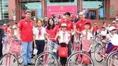Bình Định: Tặng xe đạp cho 50 học sinh nghèo