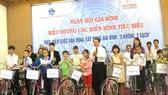 Prudential Việt Nam trao tặng xe đạp cho học sinh nghèo hiếu học của tỉnh Thừa Thiên Huế