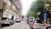 Lòng đường thành bãi đậu xe